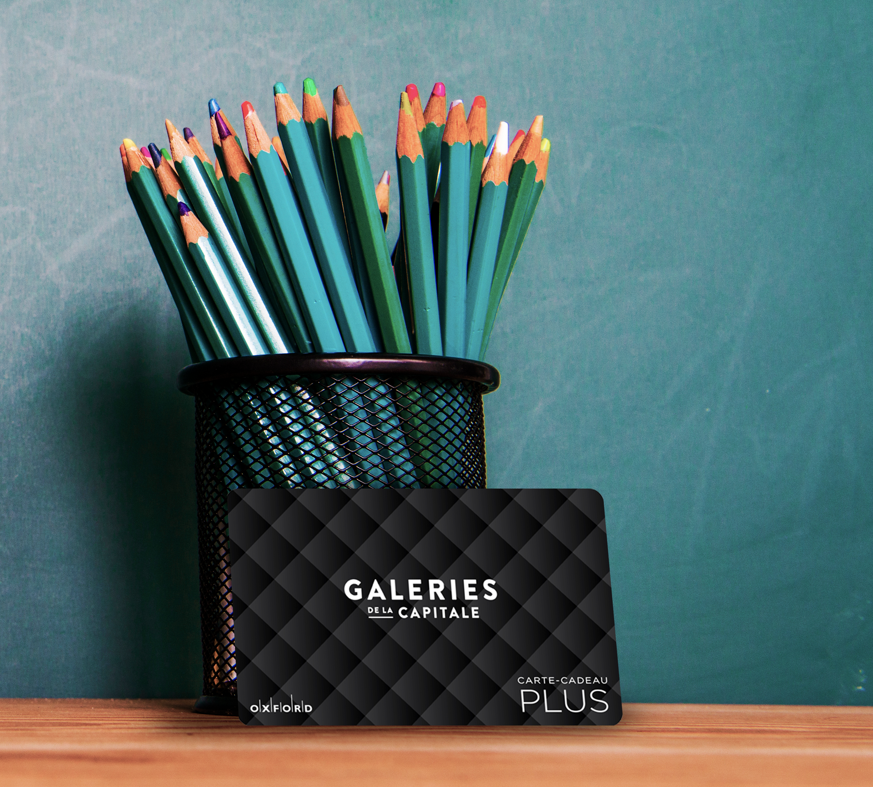 Capitale black gift card with black container coloured pencils.
